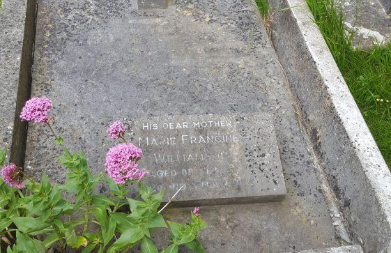 Gravestone of WILLIAMSON Marie Francine 1975; WILLIAMSON John 1928