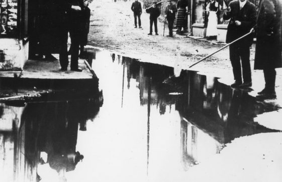 Flood water in the High Street. 1910