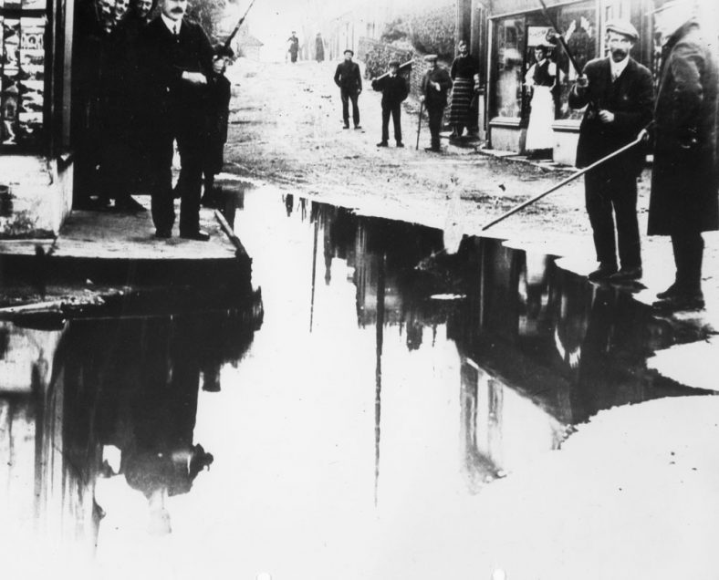 'Fishing in the flood' in the High Street. 1910