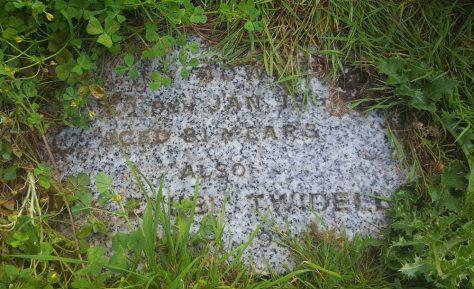 Gravestone of BOWDEN Mary 1990; TWIDELL Iris Ethel 1998