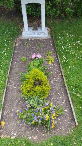 Gravestone of BAILEY Stuart 1976