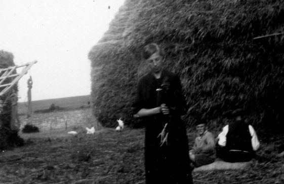 Annie Sharpe and farm workers at Bockhill Farm