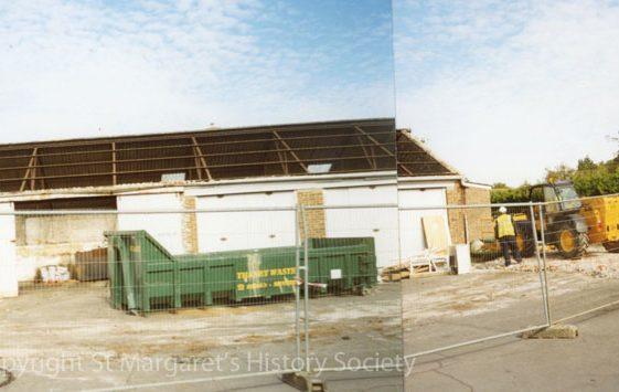 Knoll Garage, High Street.  26 September 2003.