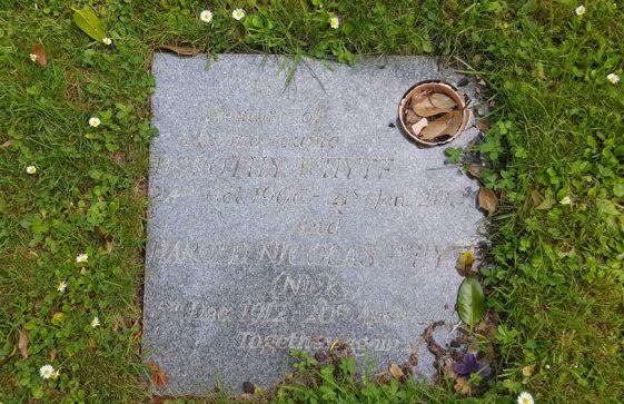 Gravestone of WHYTE Dorothy 2001; WHYTE Harold Nicholas 2001