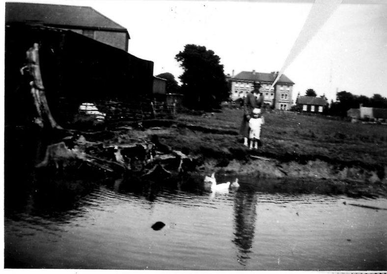 Reach Road pond and Portal House. pre 1930
