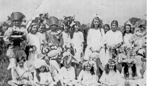 Children in costume on Mayday. 1922