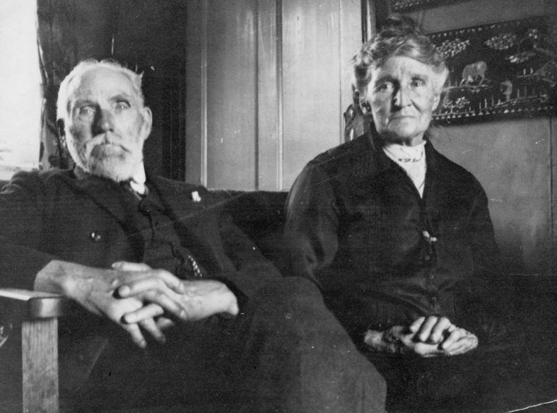 Elderly couple (possibly Winns Williams). Date unknown
