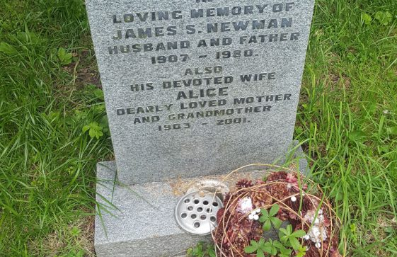 Gravestone of NEWMAN James Sydney 1980; NEWMAN Alice 2001