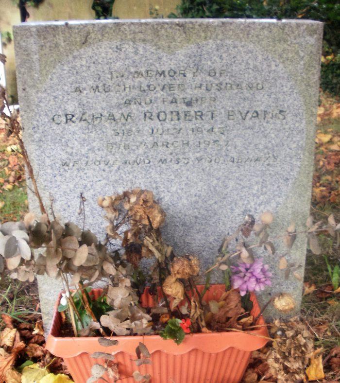 Gravestone of EVANS Graham Robert 1987   Dawn Sedgwick