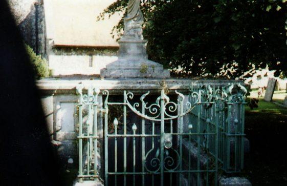 Emden/Elkington vault in St Margaret's churchyard. 26 September 2008