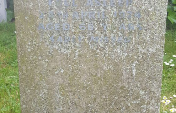 Gravestone of ROBERTS Owen John 1974