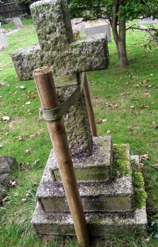 Gravestone of FOSTER Dorothy N 1934; FOSTER  L La Trobe 1952