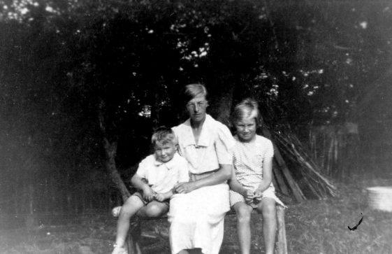 Annie Sharpe with two unidentified children. August 1938