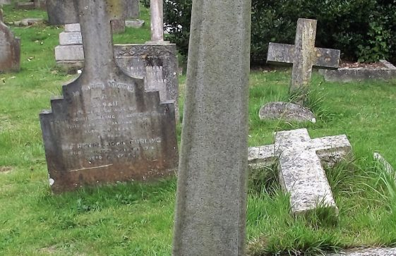 Gravestone of COURTNEY David Gordon 1912; COURTNEY Henry Gother 1948.
