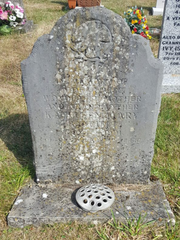 Gravestone of BAUCUTT Kathleen Mary 1991 | Dawn Sedgwick