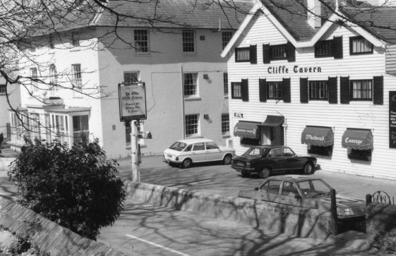 Cliffe Tavern, High Street. 1977