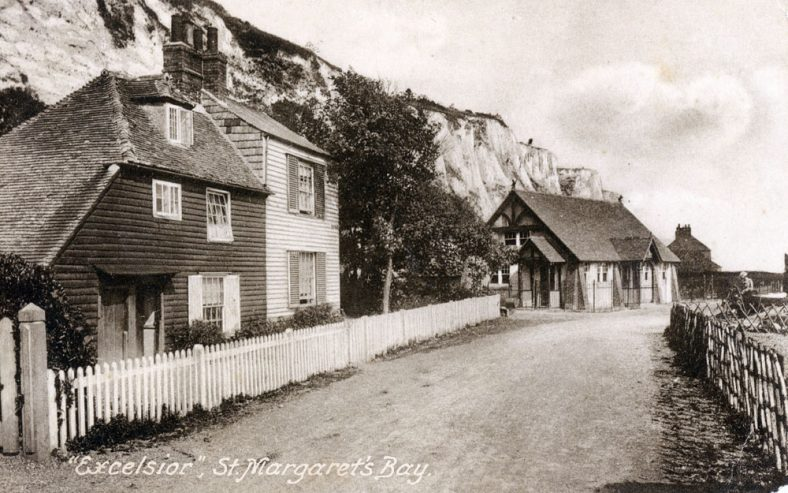 Beechin and Eglinton Cottages and the Excelsior Tea Rooms, St Margaret's Bay. c1905-1907