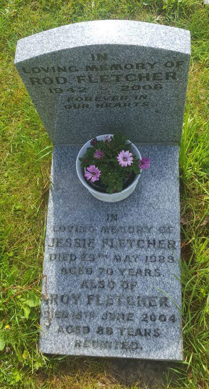 Gravestone of FLETCHER Roderick 2006; FLETCHER Jessie 1989; FLETCHER Roy 2004 | Dawn Sedgwick