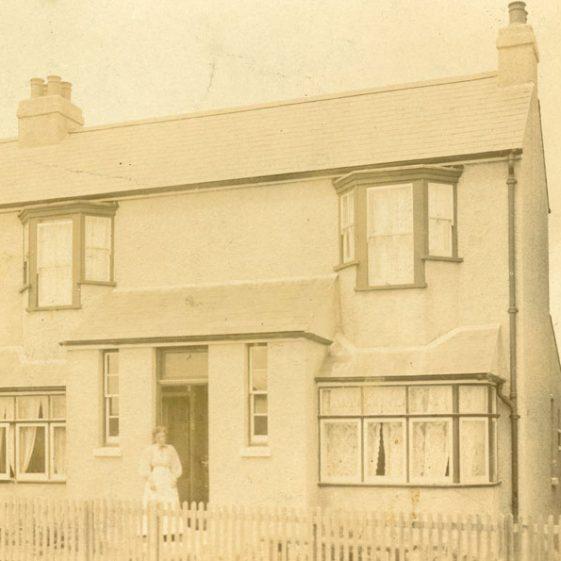 Ballardowgan (now South by East), 89 Kingsdown Road. Barnes family history, photographs and documents.