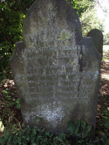 Gravestone of DAVIES John Arthur 1908; DAVIES Vivian 1906; DAVIES Leslie 1916