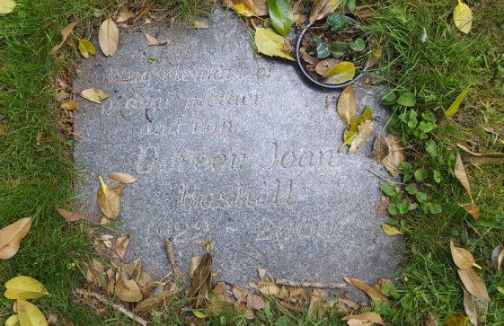 Gravestone of BUSHELL Doreen Joan 2000